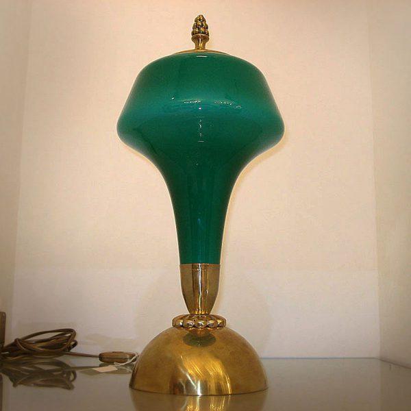 """Lampada in ottone con opaline colorata lucida Francia anni '50 della """"Nuovi Lumi Antichi"""" di Claudio Pascucci"""